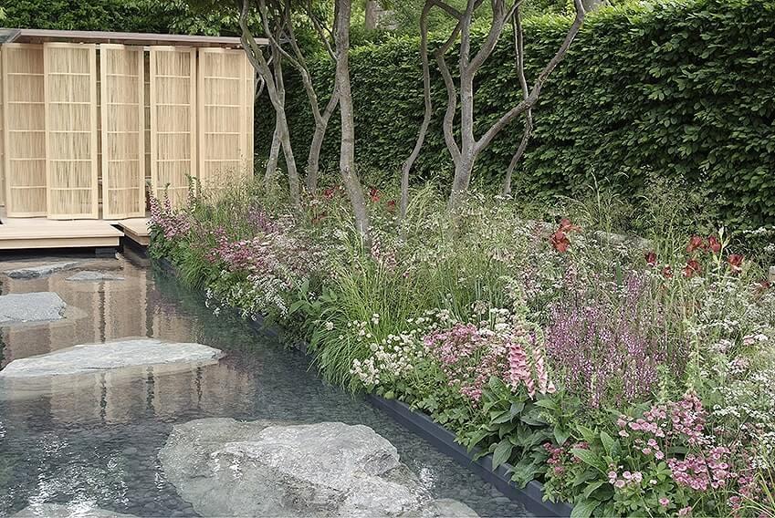 01019539-Fagus-beech-hedge-privacy-modern-suburban-urban-contemporary-garden-water-pond