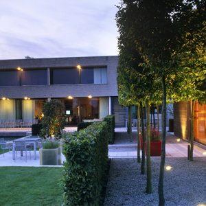01058444-Fagus-beech-hedge-design-modern-barrier-contemporary-garden-room-estate-formal