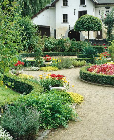 310752_140-Buxus-suburban-estate-flower-garden-entry-driveweay