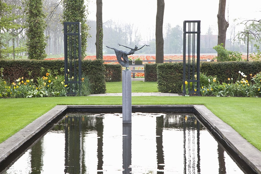 33773-Taxus-Yew-hedge-modern-estate