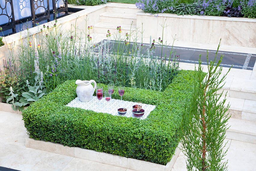 37058-Buxus-boxwood-hedge-modern-estate-garden-outdoor-living-natural-flower-bed