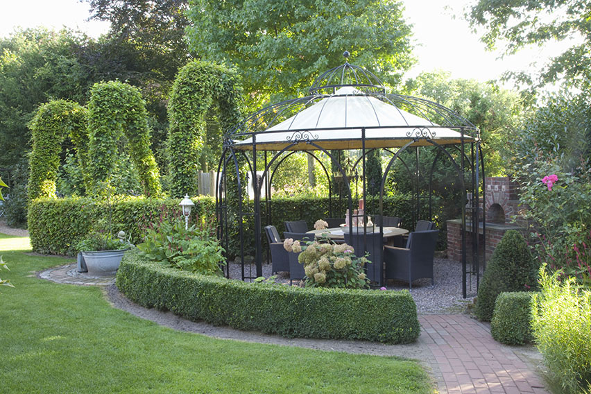 53497-buxus-boxwood-fagus-beech-low-border-outdoor-dining-area-patio-seating-suburban-country