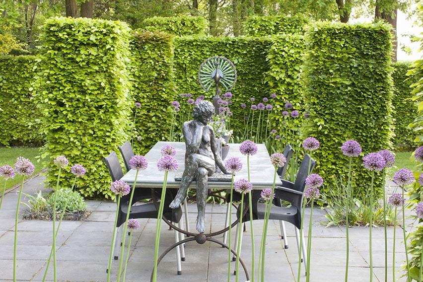 55821-fagus-beech-hedge-patio-outdoor-seating-table-statue-sculpture-modern-contemporary-garden-design