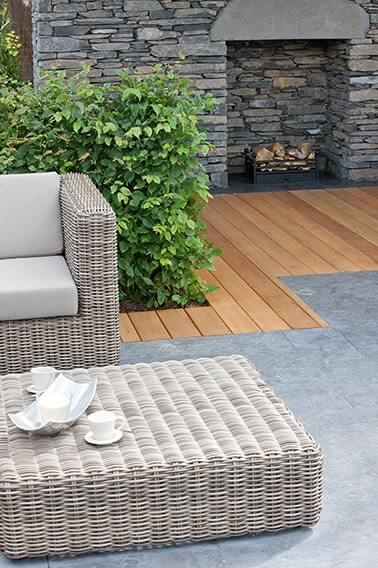 N1003541_140-Carpinus-hornbeam-urban-formal-suburban-garden-patio-outdoor-seating-hedge-design