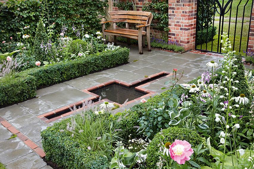 N1004051_140-Buxus-courtyard-country-garden