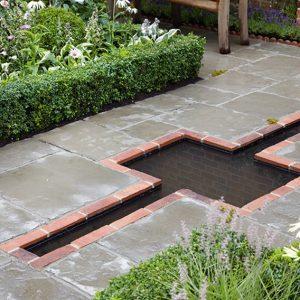 N1004053_140-Buxus-courtyard-country-garden