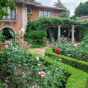 N1004182_140-Buxus-courtyard-formal-modern-garden-villa