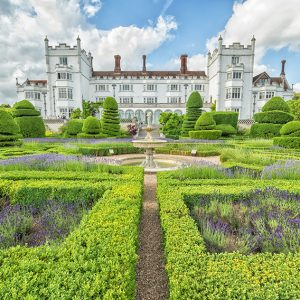 shutterstock_574030228-buxus-boxwood-knot-garden-historical-estate-park