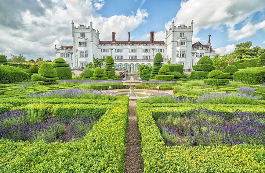 574030228-buxus-boxwood-knot-garden-historical-estate-park