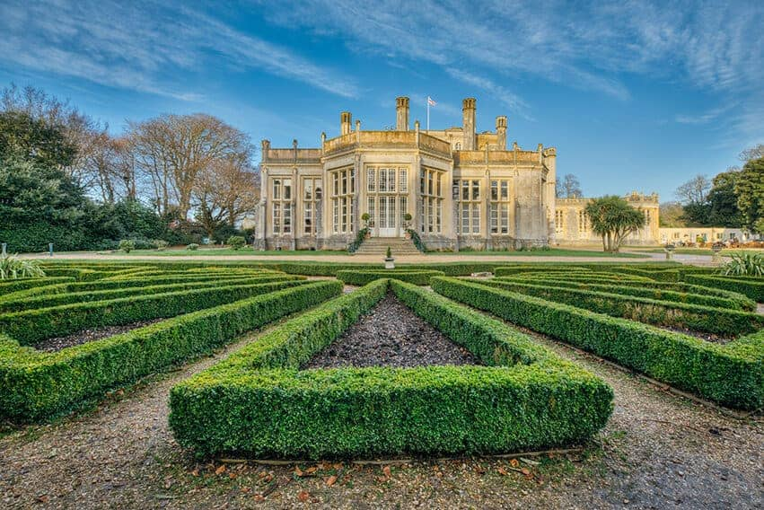 689474515-buxus-boxwood-formal-knot-garden-historic-estate